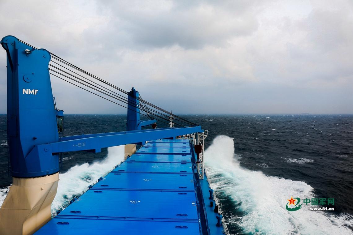 远望号火箭运输船编队抵达天津港 静待集装箱上