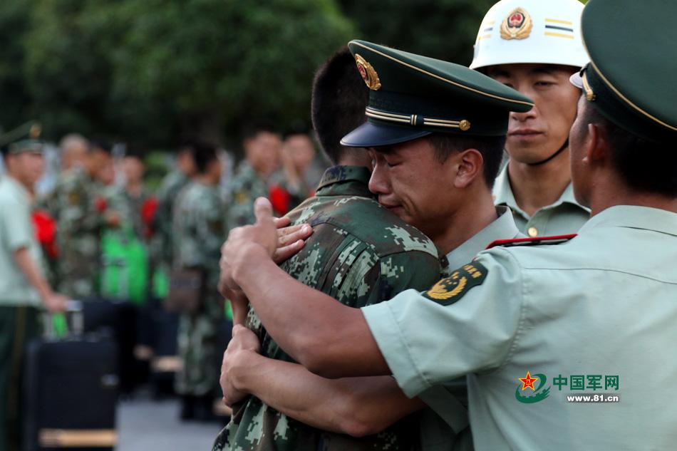 红军师臂章_【退伍季】拥抱说再见