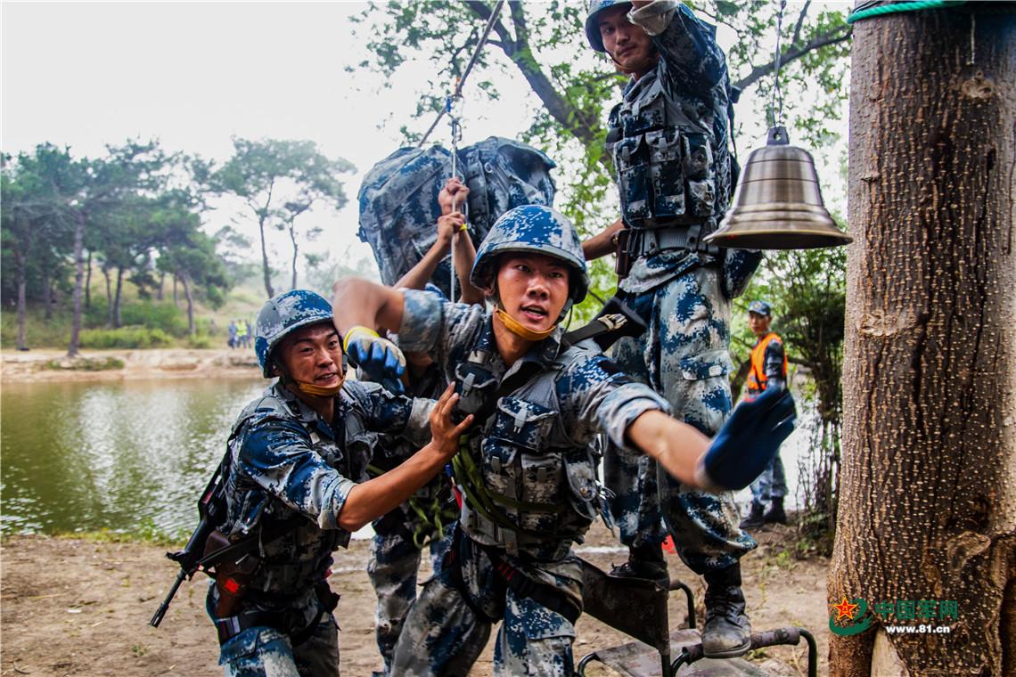 空降兵有对帅气双胞胎 征战沙场荣立二等功图片